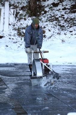氷の切り出し