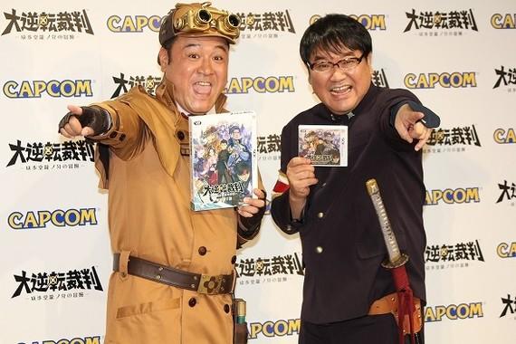 山崎さんと竹山さんがゲームの衣装で登場