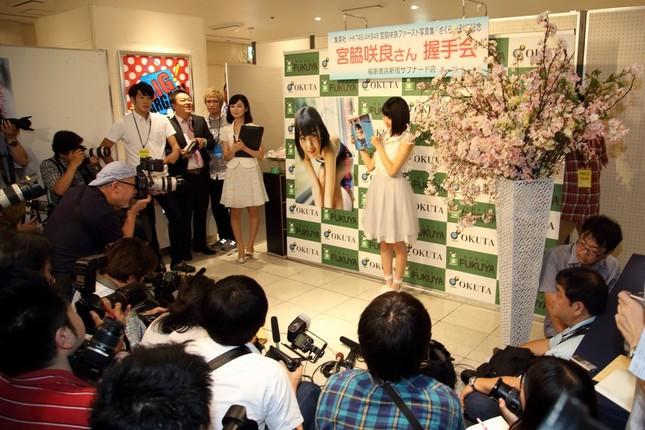 イベント会場には多くの報道陣が集まった