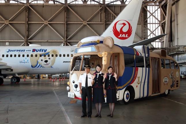 「ダッフィーバス」が特別ペイント機の発表会を盛り上げた