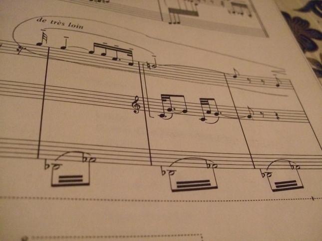 最後に上にあらわれるフランス国歌。囲んだ部分。題名の『花火』も楽譜の最初ではなく最後にカッコに囲まれてさり気なく書かれている