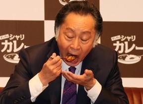 くら寿司「すしやのシャリカレー」開発 新感覚メニューに北大路欣也さん一気に