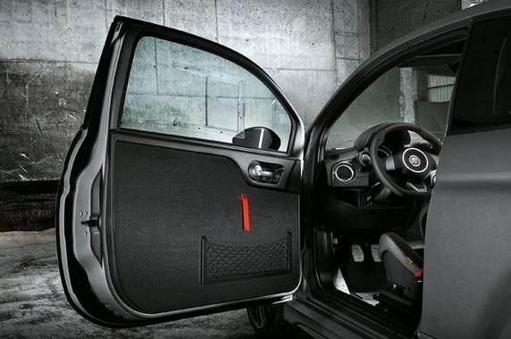 軽量素材を積極的に使用し、徹底的に車両の軽量化を実施