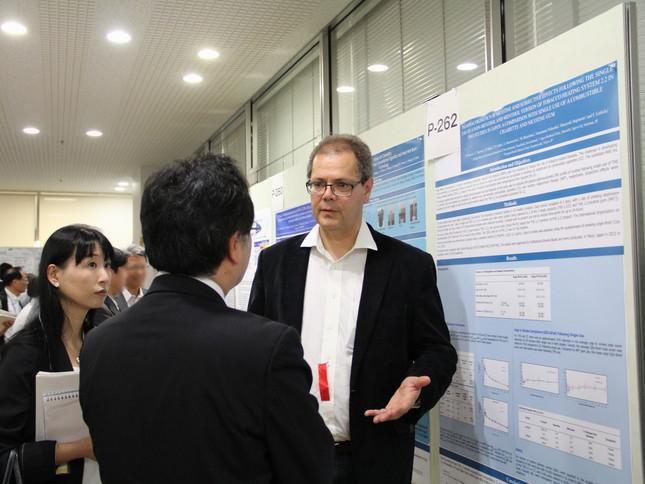 日本毒性学会学術年会では、ピーチュ氏がポスターセッションを実施(1)