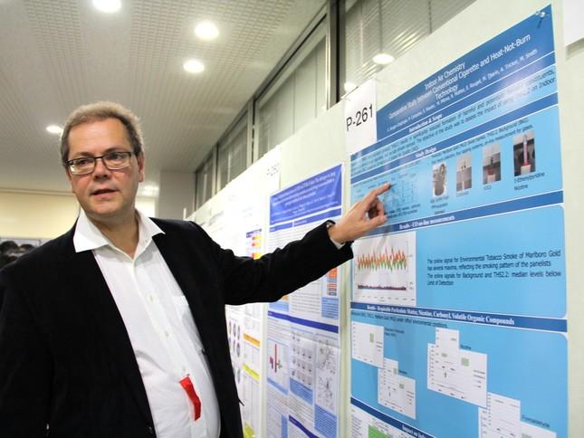 日本毒性学会学術年会では、ピーチュ氏がポスターセッションを実施(2)