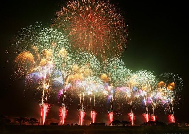全国有数の花火大会を桟敷席でゆったり観覧