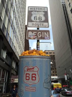 「Route 66」の標識とGarrett 66缶