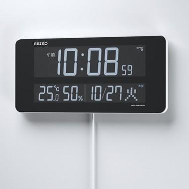 「Color」「Clear」「Cool」3つのCがキーワードのデジタル電波時計
