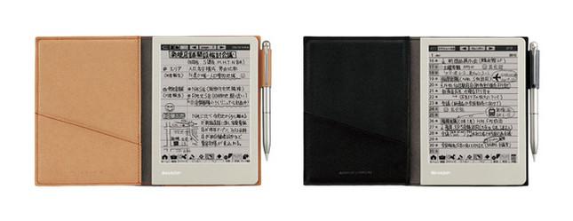 左から、「WG-S30-T(ブラウン系)」、「WG-S30-B(ブラック系)」。画面はハメコミ合成で、実際の表示とは異なる。