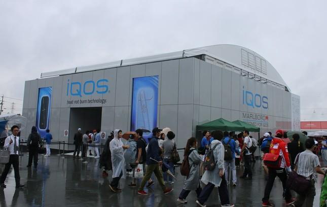 多くの人でにぎわった「iQOS Cube」