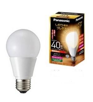 独自の「一体成型ヒートシンク」を採用。エネルギー消費効率を上げた(写真は、「40形電球色相当」)