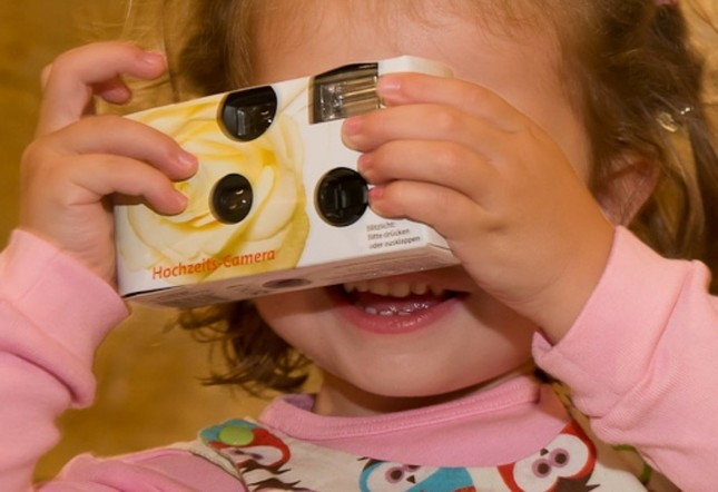懐かしの「使い捨てカメラ」再ブーム(写真はイメージ)