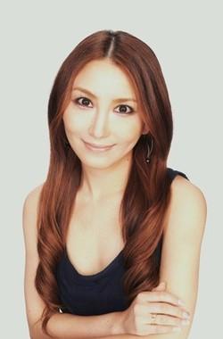 「イモーテル インテンスクレンジングフォーム」の愛用者でもある鈴木絢子さん
