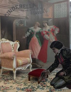 撮影コーナーでは、椅子に座るだけで「シンデレラ」になれる! .A N)PRINCESS MUSEUM
