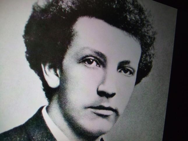 若いころのシュトラウスの肖像(写真)