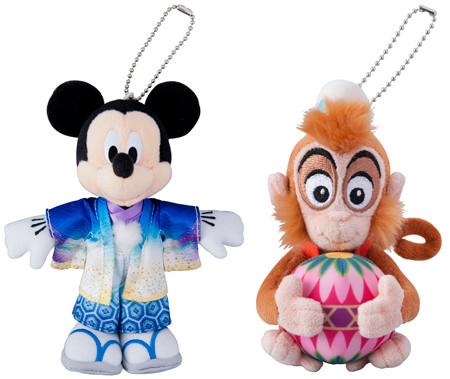 ぬいぐるみバッジ 和服姿のミッキーマウス(左)、アブー