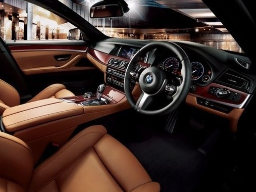 BMW Individualプログラムの特別装備品を採用
