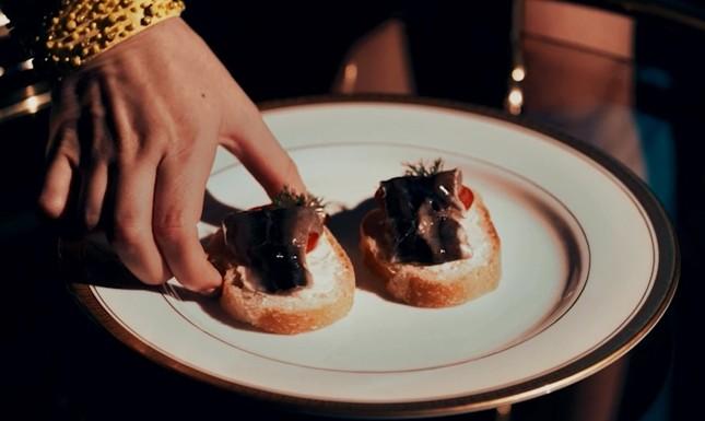 世界一クサい食べ物とされるシュールストレミングを食べる