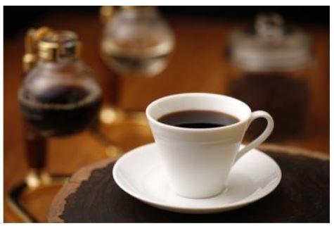 サイフォンをつかった「オリジナルブレンドコーヒー」のほか、ハートランド生ビールなどを提供する。(写真はイメージ)