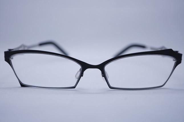 左右非対称の眼鏡「レチルド」