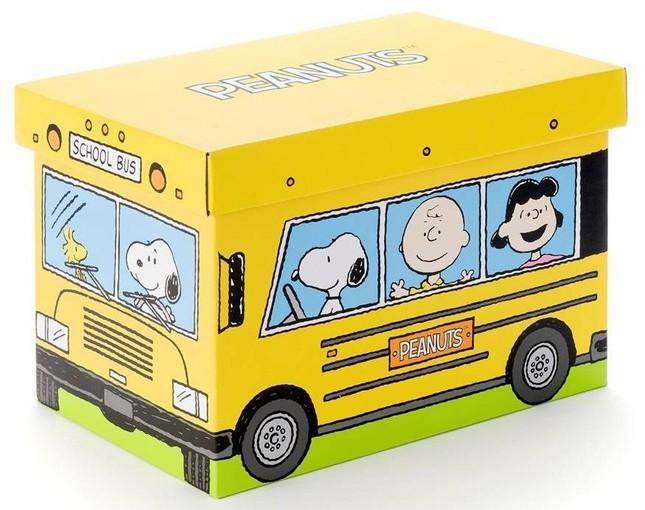 ファンにはお馴染みの黄色いスクールバス