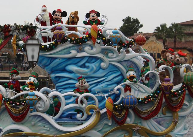 TDSの「パーフェクト・クリスマス」シーン4 サンタクロースの船に乗り込んだミッキーやドナルドたち