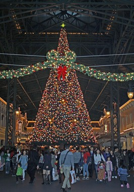 TDLワールドバザールのクリスマスツリー