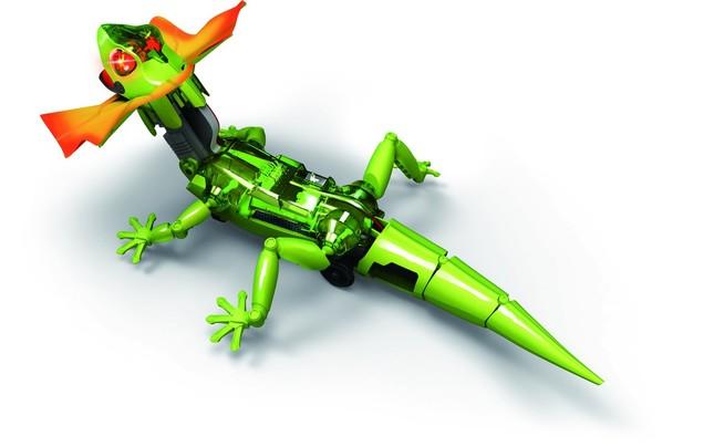 スマホで自由に操れるトカゲ型ロボ