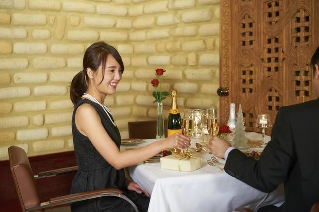 モロッコ風のレストランで優雅にフルコースディナーを