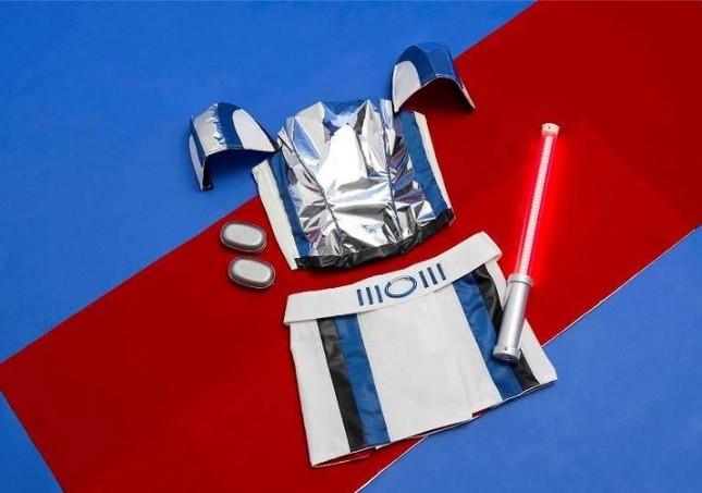 ブラジャーのフロントには、宇宙関連メーカーやJAXAのアドバイスのもと、人工衛星などで実際に使われている素材を使用。マイナス180~200度(摂氏)の寒暖差にも耐えられる