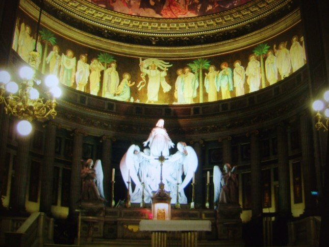 レクイエムが初演されたパリのマドレーヌ教会の祭壇