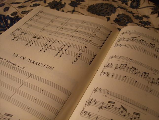 レクイエムの楽譜。特徴的なイン・パラディスム(天国へ)の部分