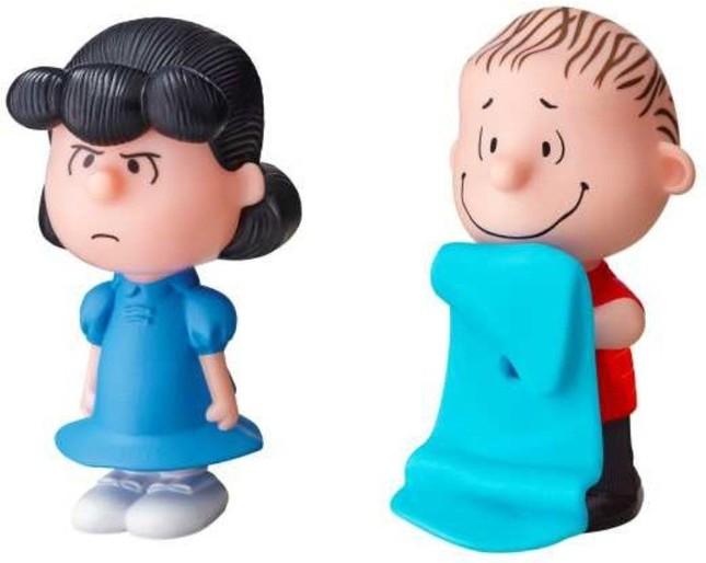 おしゃべりルーシー(左)とライナスの「ブランケットをとらないで!」。ルーシーはボタンを押すと「この石頭!」「私、イヌにキスされた~」と2種類のセリフを話す。ライナスは、ブランケットを引っ張るとぶるぶる動く