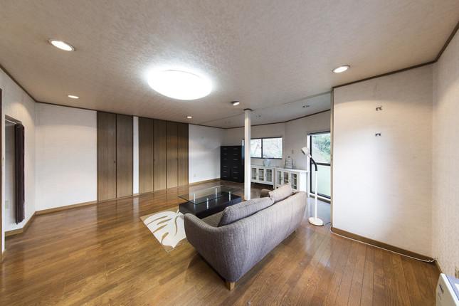 もとは内装に手を加えていない昔ながらの部屋だった(kenta hasegawa)