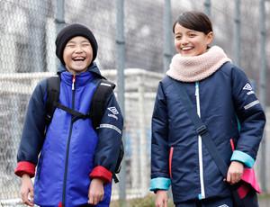 サッカーママの声を取り入れた子ども用中綿コート