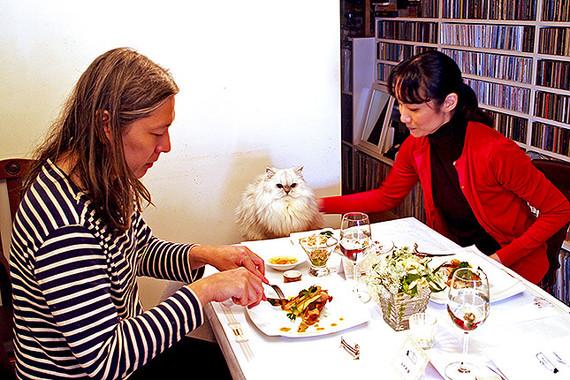 愛猫と食卓を共にする幸せ