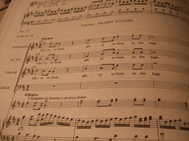「もろびとこぞりて」の作者が参考にしたといわれる合唱部分