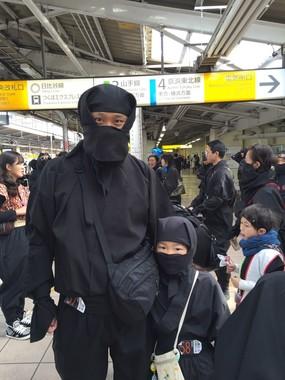 JRの駅にも親子の忍者が