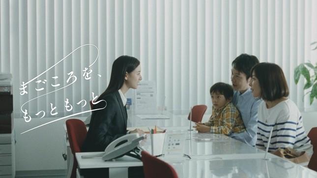 新木優子さんの初々しい後輩役も注目