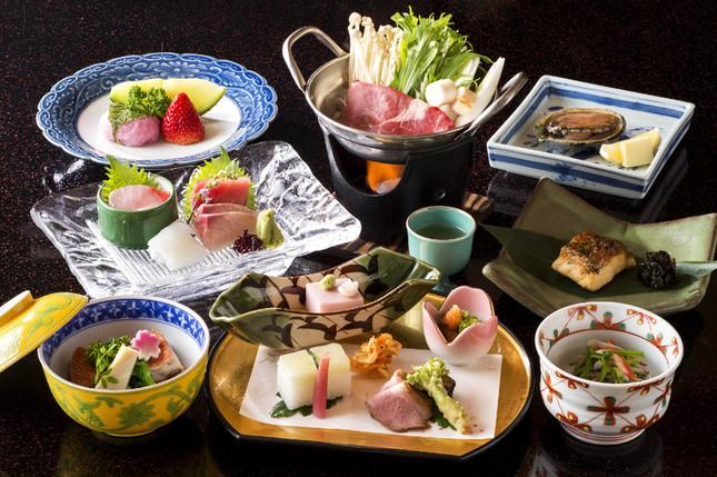 「桜会席」の夕食を提供