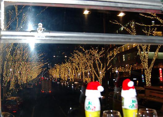 イルミネーションが美しい表参道の夜景。バスの2階からこの景色を見られるチャンスはめったにない