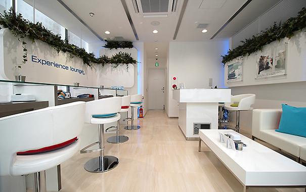 2階の「Experience lounge(エクスペリエンス ラウンジ)」は、じっくり商品説明を受けたい人向けのフロアだ