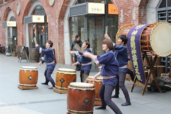 神田明神タイアップ企画として、1月3日14時から約20分間、「神田明神 将門太鼓」演奏も行われる