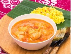 「チキンムアンバ」(鶏モモ肉とナッツのトマト煮)