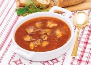 「グーラッシュ」(牛肉と野菜のハーブ煮込み)