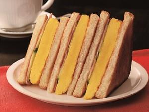 シンプルな「トーストサンド 厚焼きたまご」