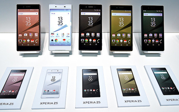 Xperia Z5のラインナップ。一番左が新色ピンク
