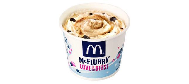 ソフトクリームと紅茶とオレオが絡み合う