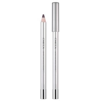 キッカ ミスティック ソフトペンシルアイライナーは、なめらかな描き心地と、上品な艶感。大人の目元を美しく引き締めるペンシルタイプのアイライナー。3000円。