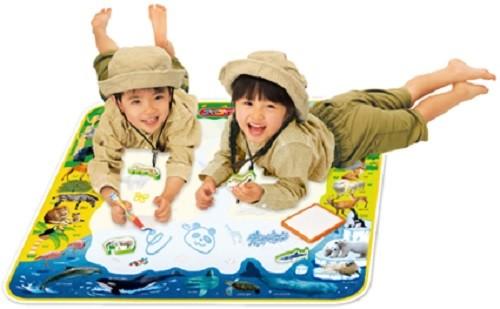 塗って発見、描いて覚える 子供たちの好奇心をくすぐる